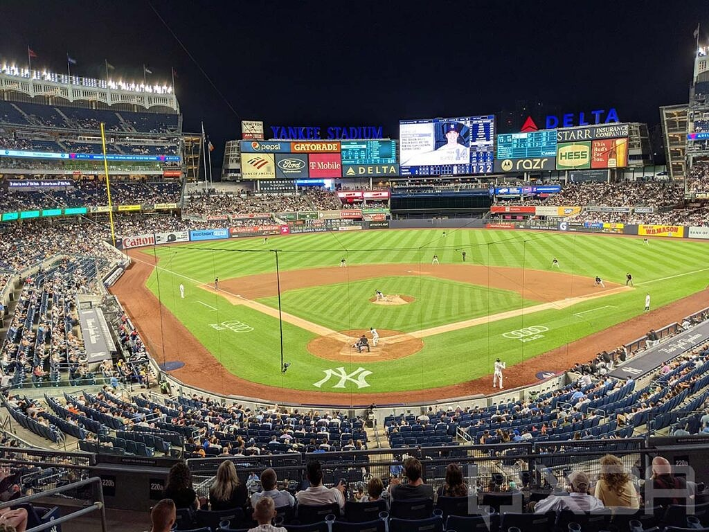 Picture of the field at Yankee Stadium