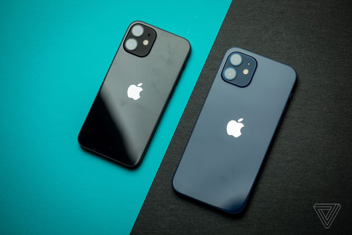 iPhone 12 mini (left) and iPhone 12 (right)